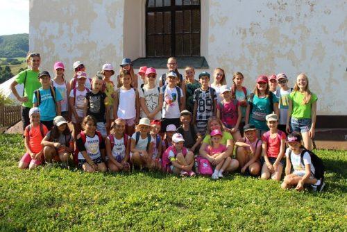 skupina detí na letnom tábore OZ Free Time