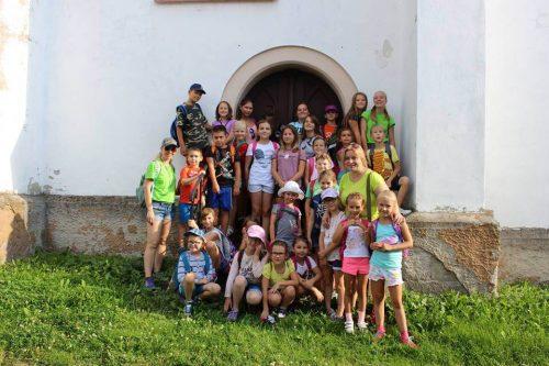 deti na výlete v letnom tábore