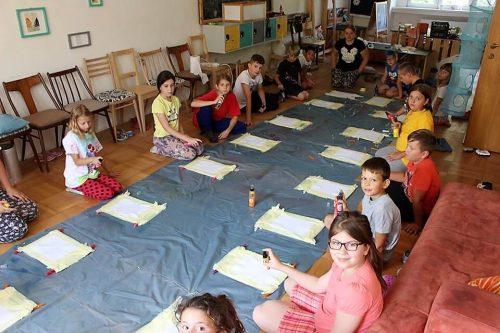 deti pripravené na tvorbu v detskom letnom tábore Fantázia