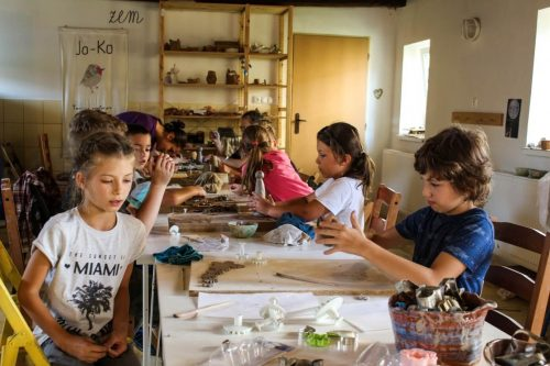 deti modelujúce na kurze OZ Free Time