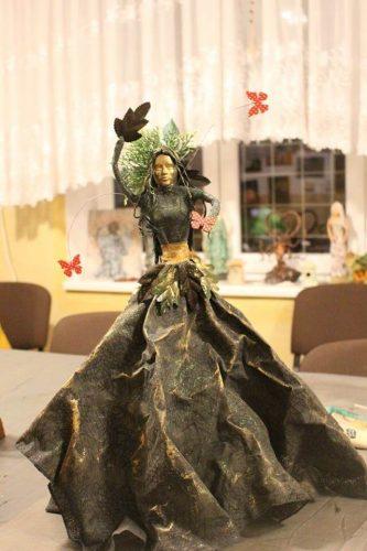 socha dámy v šatách vytvorená na kurze Paverpolu